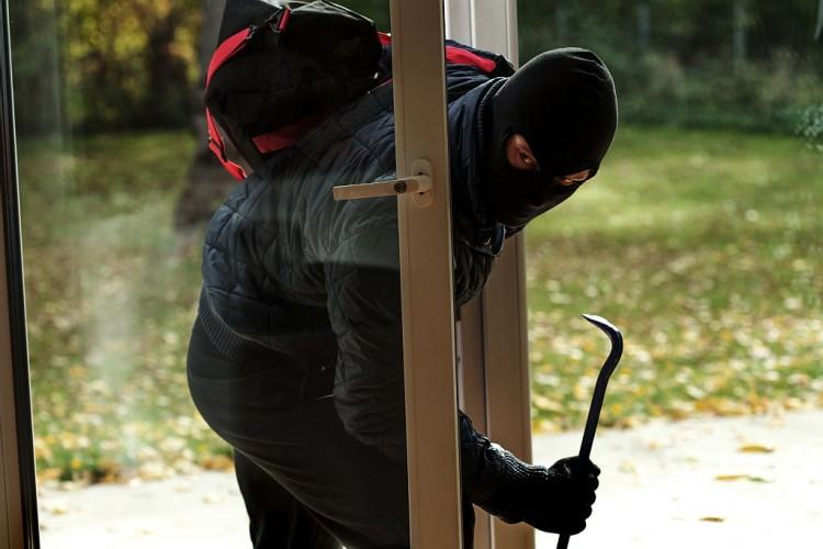 Wie schütze ich mein Haus vor Einbrechern?